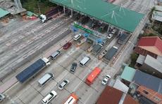 Kẹt xe dài 1 km, trạm thu phí Cai Lậy xả trạm