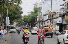 Tài xế Uber giật điện thoại du khách giữa Sài Gòn