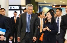 Vợ chồng Thủ tướng Lý Hiển Long 'dạo chơi' trung tâm thương mại