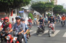 Chiêm ngưỡng hơn 500 xe cổ diễu hành ngày cuối năm