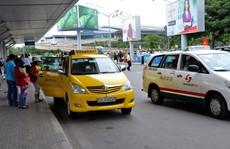 Quyết thu phí ô tô vào sân bay!