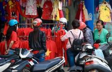 Người Sài Gòn đổ xô mua áo, cờ... cổ vũ U23 Việt Nam