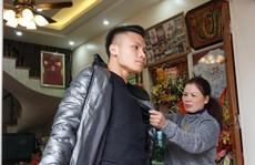 Quang Hải lặng lẽ bắt taxi về nhà trưa 31-1