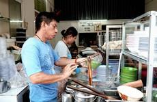 Tiệm mì ở TP HCM luôn đông nghịt khách từ 6h suốt 26 năm
