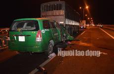 Taxi tông đuôi xe tải dừng dốc cầu Cần Thơ, 3 người chết thảm