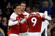 Lập 'cú đúp' trong 3 phút, Aubameyang giúp Arsenal vào top 4