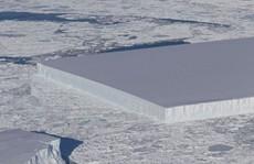 Tảng băng hình chữ nhật ở Nam Cực làm NASA sửng sốt