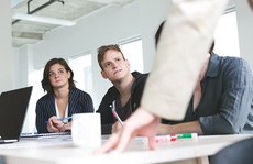 6 cách chiến thắng đồng nghiệp có tính 'hơn thua'
