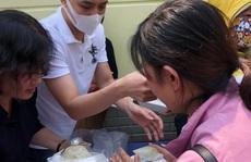 Sau hình ảnh 'trai hư', Noo Phước Thịnh tặng cơm cho bệnh nhân nghèo