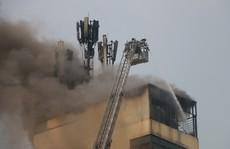Đốt vàng mã ngày mùng 1 làm cháy lớn quán karaoke đặt cột viễn thông