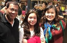 Du hí Hồng Kông không đúng lúc, ông Duterte hứng bão chỉ trích