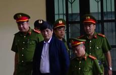 Xử vụ đánh bạc ngàn tỉ: Sau ông Phan Văn Vĩnh, ông Nguyễn Thanh Hóa cũng xin chăm sóc y tế