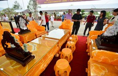 'Choáng' với bộ bàn ghế đá quý giá 8 tỷ tại Hà Nội