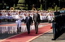 Thủ tướng Pháp bắt đầu thăm chính thức Việt Nam
