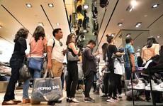 Chen chân mua hàng hiệu giảm giá Black Friday