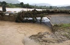Khánh Hòa: Cấm xe lên đèo Khánh Lê vì mưa lớn, sạt lở liên tục