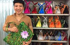 """Thầy giáo """"dở hơi"""" và bộ sưu tập giỏ xách kỷ lục Việt Nam"""