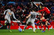 'Cứu tinh' Fellaini đưa Man United vượt vòng bảng, Ronaldo hoá người hùng Juve