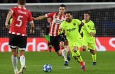 Messi lập siêu phẩm, Barcelona vượt vòng bảng Champions League