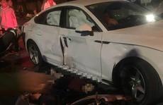 2 xe máy đi 'bão' tông xế hộp Audi lúc rạng sáng, 4 người thương vong