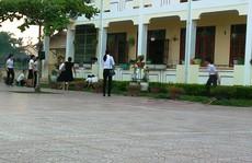 Nam giáo viên cầm dao xông vào trường đánh 2 nữ đồng nghiệp, bị khiển trách
