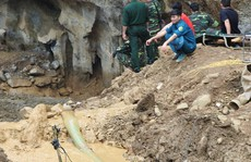 2 phu vàng mắc kẹt trong hang: Chủ mỏ lén lút khai thác vào ban đêm