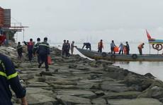 Đà Nẵng huy động lực lượng ứng cứu tàu chở dầu đâm vào chân cầu cảng