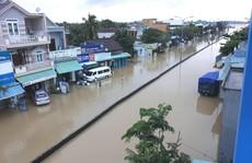 Nước lên nhanh, dân Quảng Nam cầu cứu trong đêm, 1 người bị lũ cuốn