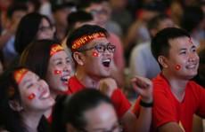 TP HCM: Hàng ngàn CĐV tiếp lửa thầy trò HLV Park Hang Seo
