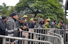 Hàng trăm người lại bao vây, làm náo loạn trụ sở VFF