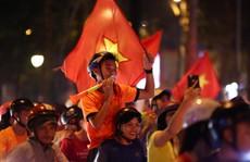 TP HCM tưng bừng sau trận Việt Nam hòa Maylaysia 2-2