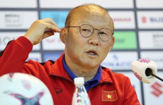 HLV Park Hang-seo phản ứng khi báo Malaysia chỉ trích Việt Nam đá rắn