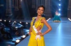 H'Hen Niê tỏa sáng với bikini và đầm dạ hội vàng