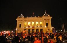 Trắng đêm ăn mừng Việt Nam lên ngôi vô địch Đông Nam Á