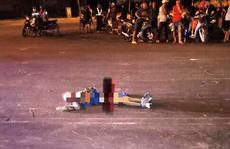 Tá hỏa 1 thanh niên mang xác người chết bí ẩn trong ngôi nhà hoang ra đường