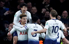 Arsenal thảm bại trước Tottenham, Chelsea hẹn derby ở bán kết League Cup