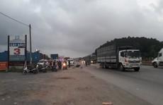 Người đàn ông không rõ danh tính bị xe tải cán chết trên Quốc lộ 1A