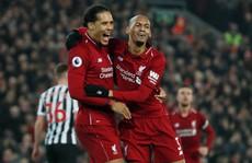 Không 'tặng quà' cố nhân, Liverpool đè bẹp Newscatle ở Anfield