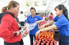 THỰC PHẨM BẨN TUỒN VỀ CHỢ CÔNG NHÂN (*): Đưa thực phẩm sạch đến công nhân