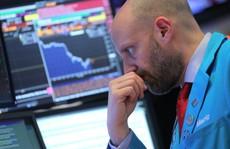 Giải mã chứng khoán Mỹ tăng vọt rồi giảm sốc sau 'đình chiến' thương mại