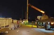 Di chuyển 40 quả cầu xích quanh sân Mỹ Đình trước trận Việt Nam-Philippines