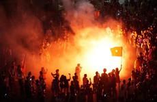 Những hình ảnh tuyệt vời ở 'trái tim' hồ Gươm mừng chiến thắng của tuyển Việt Nam