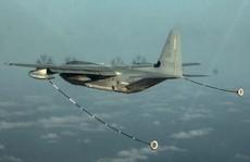 Va chạm trong lúc tiếp liệu, 2 máy bay quân sự Mỹ rơi xuống biển