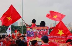 Sân Mỹ Đình nhuộm đỏ, nóng rực trước trận Việt Nam-Philippines