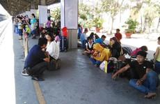 Nhiều tàu trễ giờ, hàng ngàn khách vạ vật ở Ga Sài Gòn