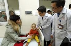 Bệnh nhân nhận lì xì, ăn miễn phí cùng người nhà tại bệnh viện