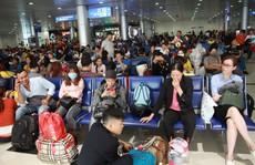Bộ trưởng Bộ GTVT đến sân bay Tân Sơn Nhất tối 30 Tết