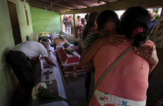 Rơi trực thăng chở quan chức thị sát động đất, 14 người dưới đất thiệt mạng