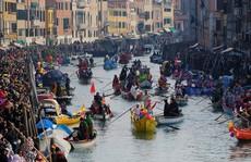 Ngất ngây trước vẻ đẹp rực rỡ của lễ hội hóa trang Venice