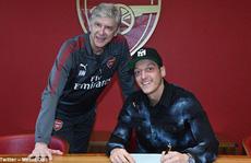 Arsenal giữ chân Ozil bằng lương 'khủng'